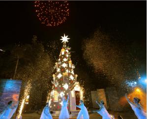 Bonifacio Global City Comes Aglow with a Christmas Fairytale