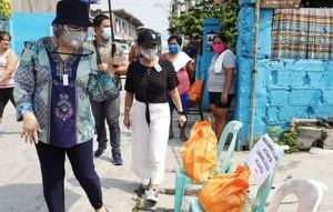 City Mayor of Meycauayan, Bulacan led the distribution of fresh relief packs