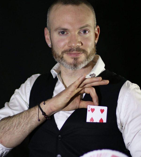 enzo-stark-magicien-illuisionniste