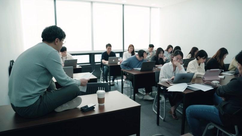 직원들과 회의 중인 패스트트랙아시아 박지웅 대표
