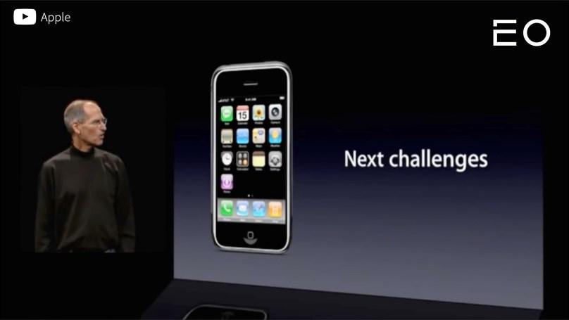 2007년 스티브 잡스의 1세대 아이폰 프레젠테이션 중 한 장면