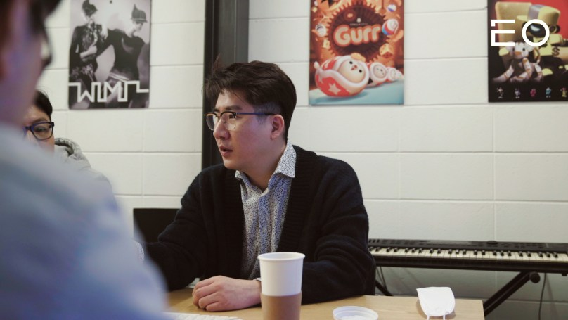 직원들과 회의 중인 버드레터 양선우 대표