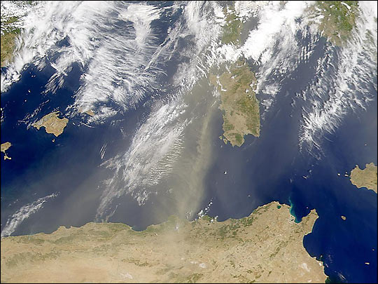 Dust in the Mediterranean
