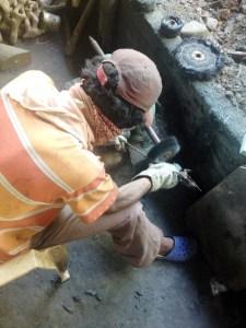 Another adivasi craftman shaping his work, Devrai Art Village ©2013 EO Media/eyesopenedblog.com