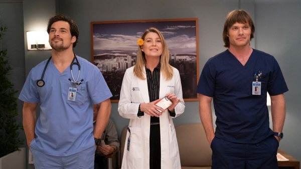 Grey's Anatomy Showrunner Shares Spoilers on Couples | E ...