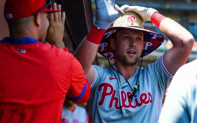 Hoskins Breaks Out, Leads Phillies to Victory