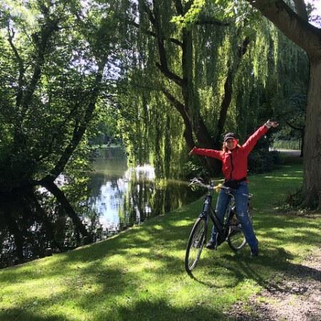 Foto di me in verdissimo parco olandese