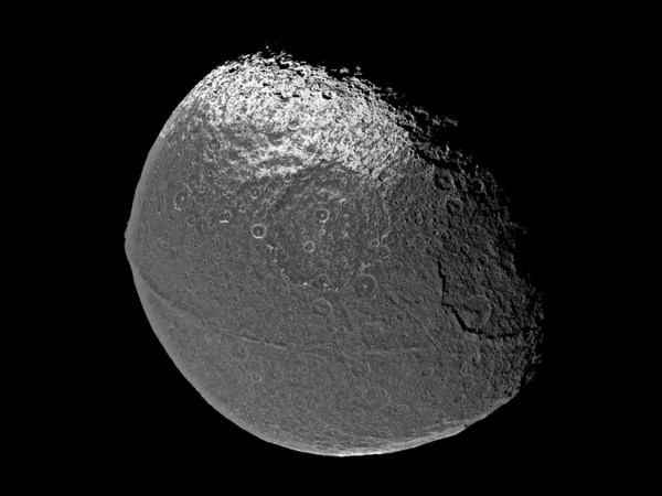 Iapetus's Ridge: The Result of Many Small Impacts? - Eos