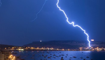 New mathematical modeling suggests lightning strikes may leave traces similar to those of meteorites