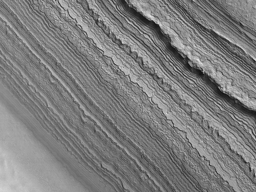 Researchers find evidence of regional deposition in Mars's south polar deposits