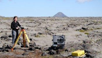 Thóra Árnadóttir setting up GPS instrument in Iceland
