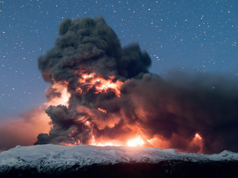 Photograph of the eruption of Eyjafjallajökull in 2010