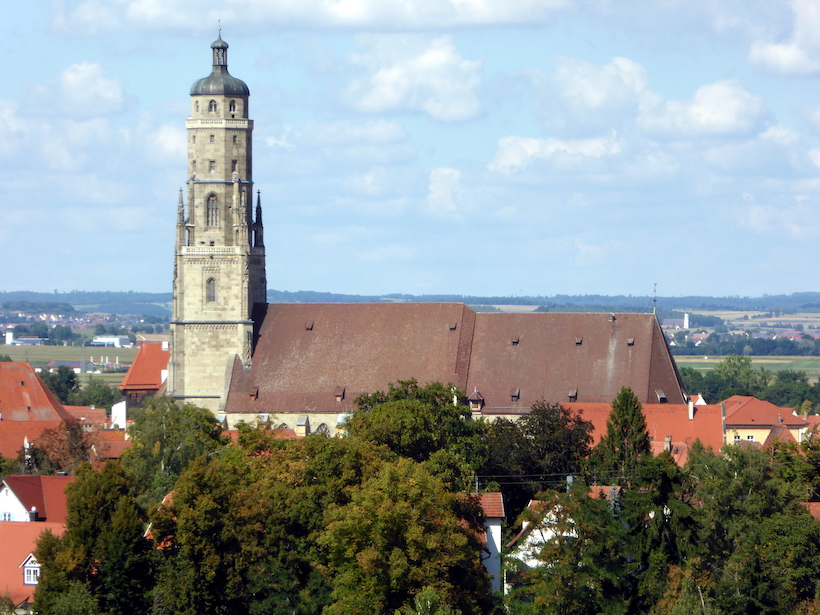 St. George's Church, Nördlingen, surrounded by red roofs.