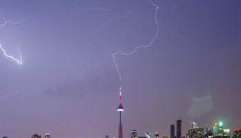 上行闪电很罕见,但更常见的闪电类型可以增加上行闪电发生的可能性。