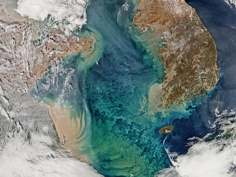 Image of remote sensing of ocean color in the Yellow Sea.