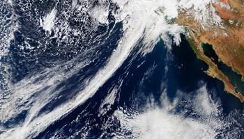 Una imagen satelital de un río atmosférico el 20 de febrero de 2017, que ayudó al oeste estadounidense a salir de una sequía de cinco años.