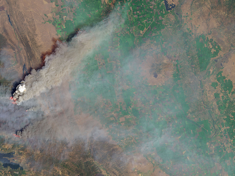 Smoke plume rising and spreading over California during the 2018 Ranch Fire