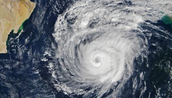 Satellite image of Tropical Cyclone Maha as it swirls over the Arabian Sea, with the Arabian Peninsula visible to the west and the Indian coast to the east.
