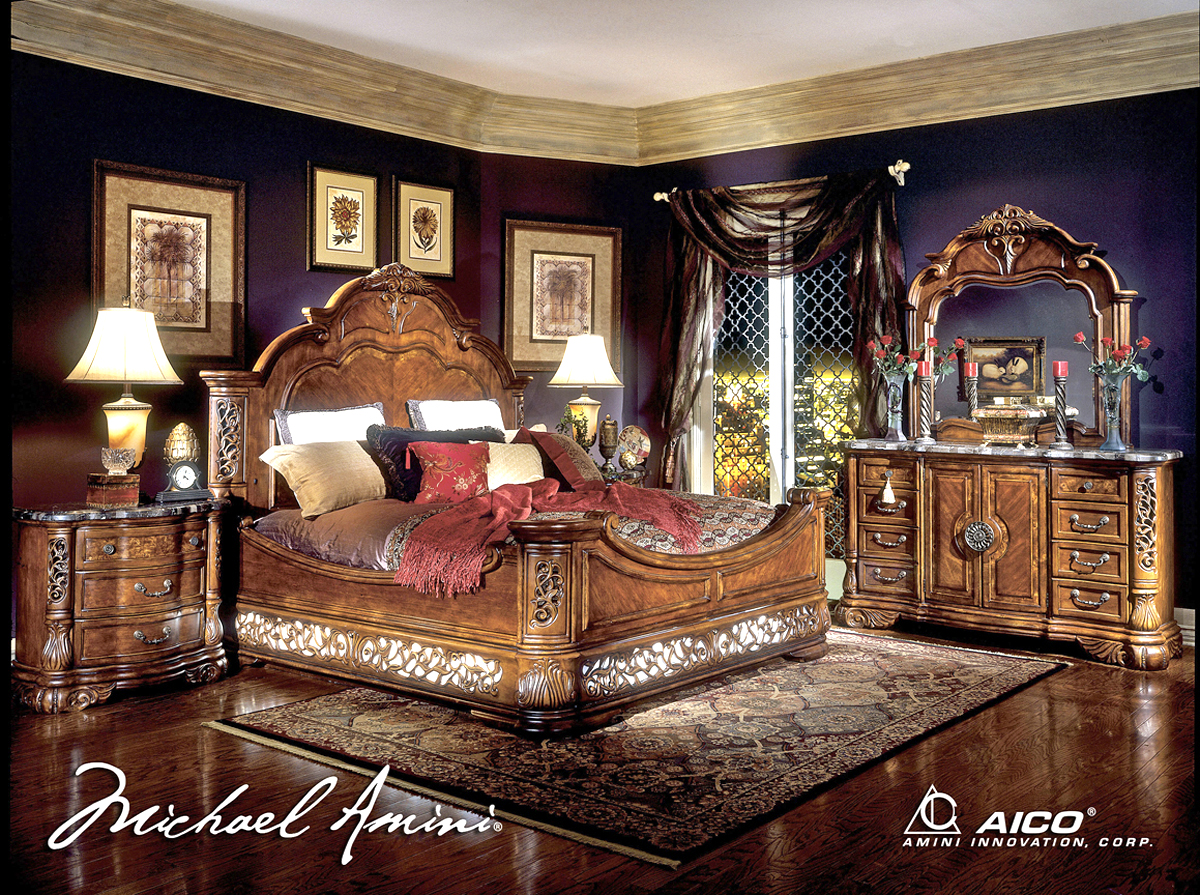 Etonnant This Beautiful Mansion Bed From The Excelsior Collection Is Sure To Create  An Elegant Focal Point To Your Master Suite. This Traditional Style Bed  Features ...