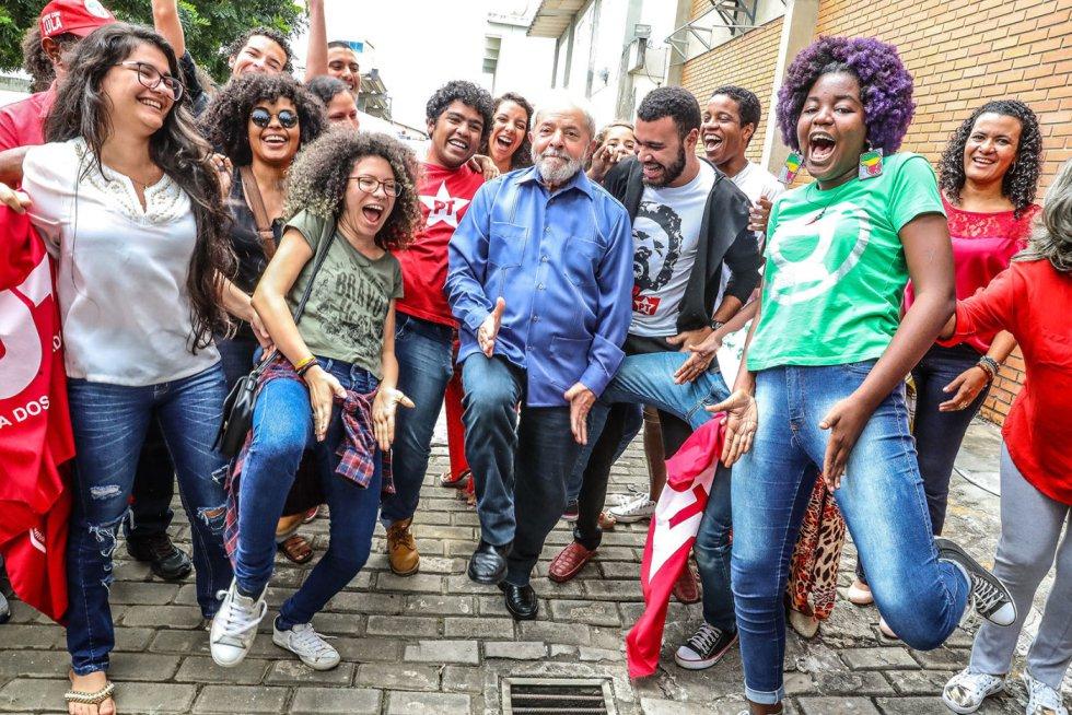 1554405053 400610 1554405759 album normal - SÃO PAULO E JOÃO PESSOA NO CIRCUITO: fotos de Lula são leiloadas e arrecadação passou de R$ 623 mil