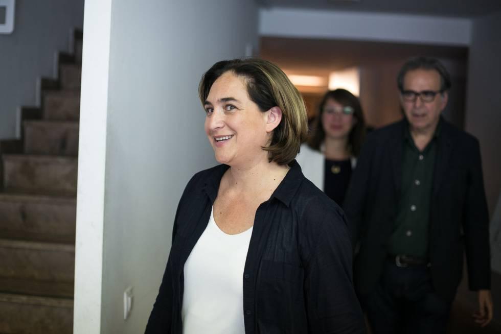 Les bases de Colau avalen que segueixi a l'alcaldia amb el PSC i els vots de Valls
