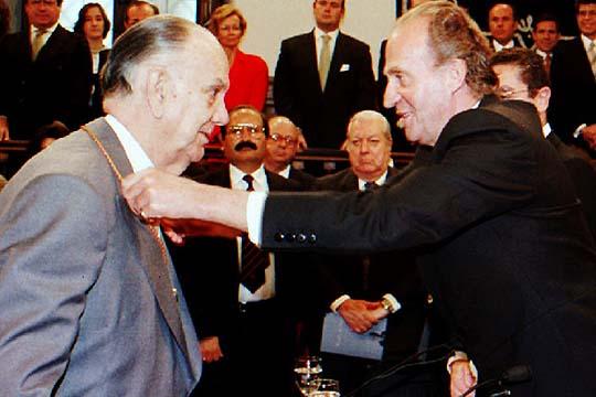 Resultado de imagen para Fotos Camilo José Cela, recibe el premio Cervantes