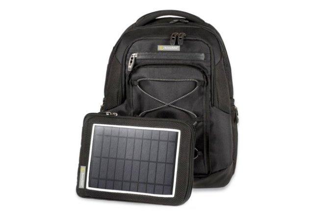 ES UN PANEL SOLAR La SunnyBAG lleva un sistema que integra un panel solar flexible en una mochila y sirve como batería portátil. Pesa menos de 200 gramos, tiene una potencia de salida de 6,2 vatios y permite almacenar entre 4.000 y 6.000 mAh como máximo. Es resistente al agua e indicado para actividades como senderismo, escalada, excursiones, ciclismo, camping, etc. Está disponible en varios formatos: mochila, maletín, bandolera... Precio: Entre 59 y 229 € dependiendo del formato, más gastos de envío. Web: www.sunnybag.at