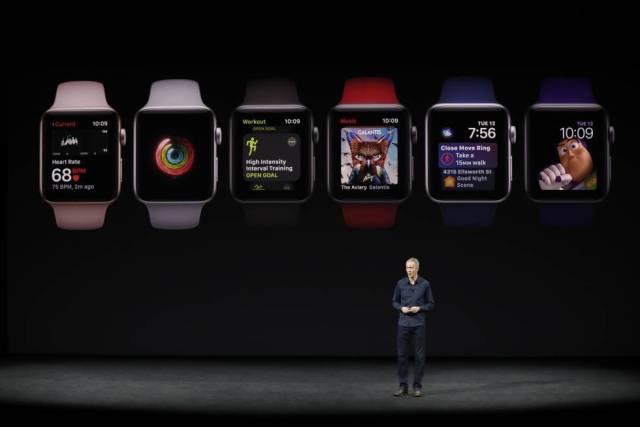 El jefe de operaciones Jeff Williams da a conocer los nuevos Apple Watch Serie 3.