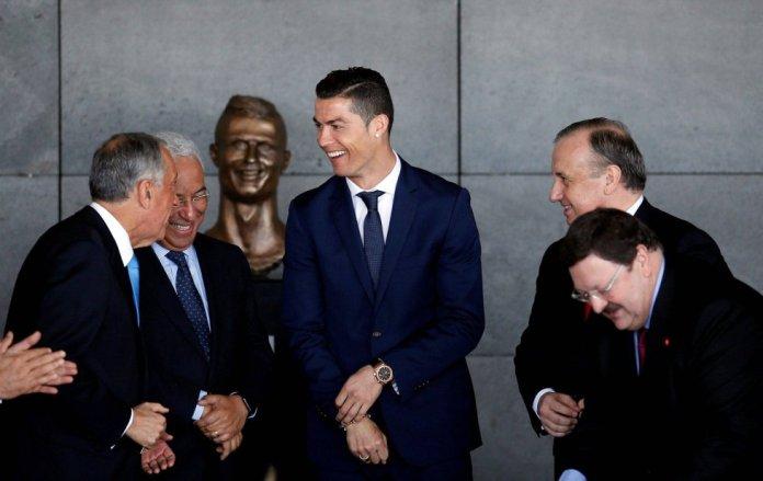 """""""Nunca lo pedí, pero no soy hipócrita. Soy feliz"""", dijo Cristiano Ronaldo en marzo de 2017. Ese día se bautizaba el aeropuerto de Madeira con su nombre, aunque las noticias se las llevó el busto de su rostro que se se descubrió y que poco tenía que ver con él."""