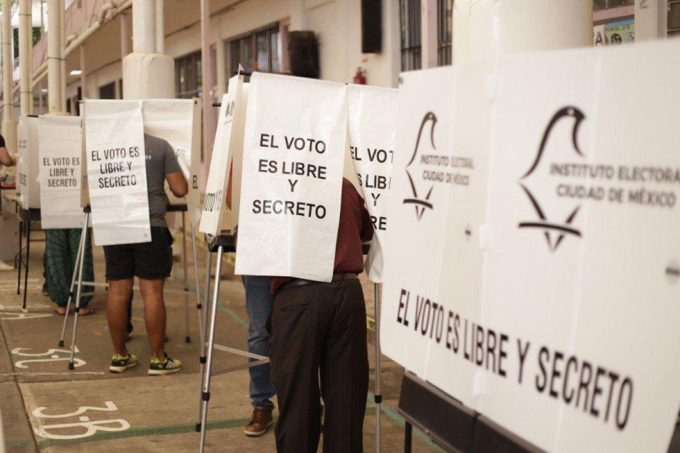 Una fila de votantes en la Ciudad de México.