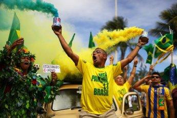 Simpatizantes del candidato a la presidencia de Brasil Jair Bolsonaro manifiestan su apoyo en Río de Janeiro.