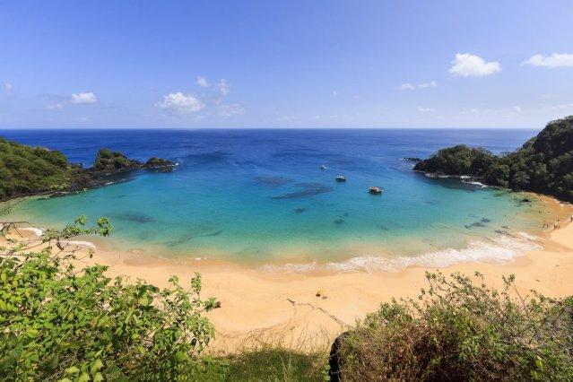 A segunda praia desta lista de paraísos está em Fernando de Noronha, um arquipélago vulcânico formado por 21 ilhas e situado na costa nordeste do Brasil. E, embora viva do turismo, as autoridades de Noronha põem cotas no número de viajantes que deixam entrar. Um segundo lugar que chega amargo, pois, no ano passado, a Baía do Sancho foi a número um deste 'ranking'.