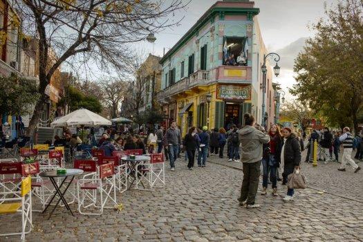 La capital argentina es la única ciudad latinoamericana que aparece en los primeros puestos de este ránking de Sightsmap. Según la oficina de turismo de Buenos Aires, el año pasado recibió un 3,7% más de turistas que en 2016. Su punto fotográfico más caliente es Caminito (en la imagen), callejón del barrio de La Boca famoso por sus casas de colores.