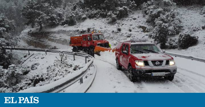 """Snow across Spain: nine provinces on red alert while the """"Gloria"""" weather front brings snow, rain and rough seas 