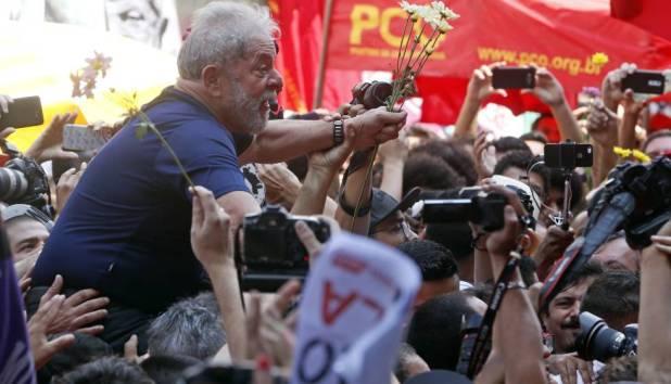 Ex-presidente Lula após discurso.