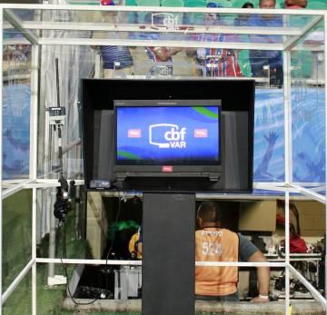A cabine de vídeo usada nas partidas da Copa do Brasil.