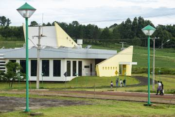 Campus da UFFS dentro do Assentamento 8 de Junho, em Laranjeiras do Sul.