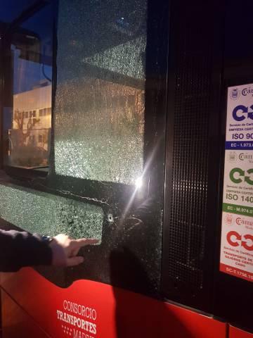 Un autobús interurbano recibe un disparo de balín en Alcalá de Henares