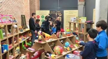 L'échange de jouets au Centre Conde Duque.