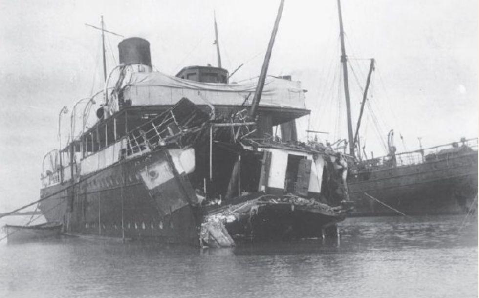El Sussex, tras el ataque alemán.
