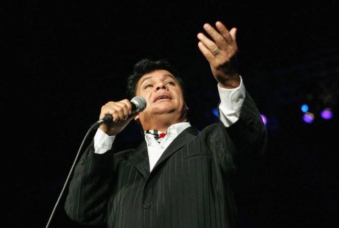Actuación de Juan Gabriel en Miami, el 17 de octubre de 2004.