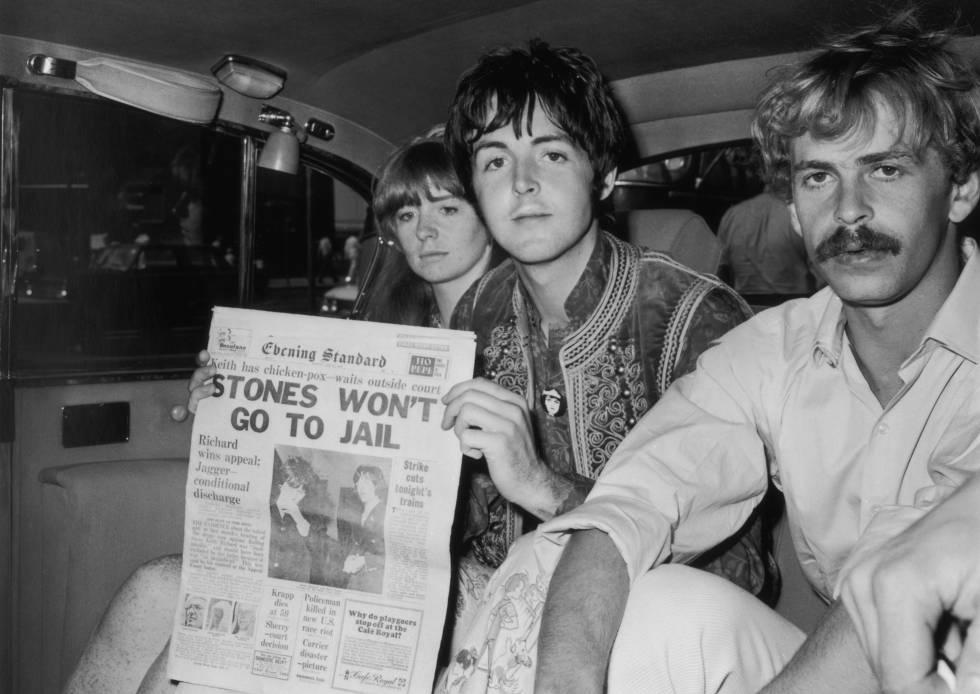 Yanni Alexis Mardas, Magic Alex, a la derecha, junto a Paul McCartney y Jane Asher.