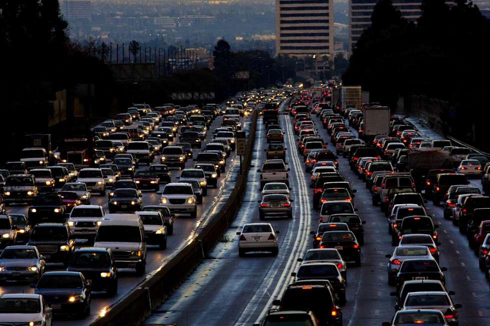 Tráfico en una carretera de salida de Los Ángeles.