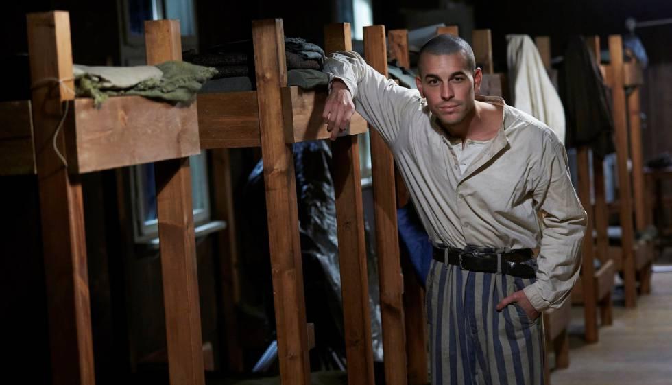 El actor actor Mario Casas en el papel de Francesc Boix durante el rodaje  'El fotógrafo de Mauthausen'.rn