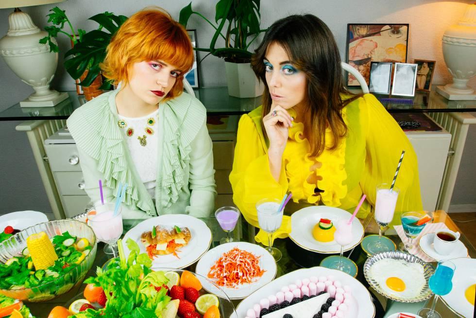 Alba Rihe, a la derecha, y Carla Moreno, del grupo Las Bistecs, en una imagen promocional.
