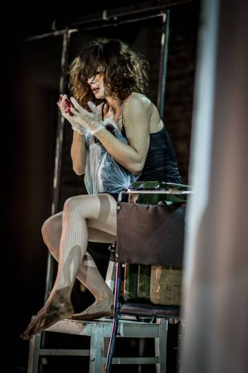 Simona Sala en 'Medeas. On Getting Across', de Teatr Zar.
