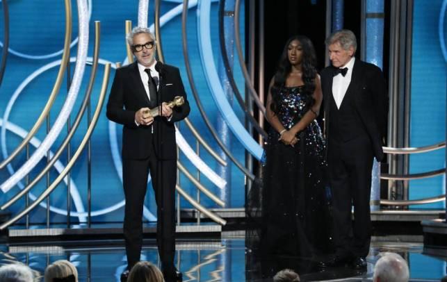 Alfonso Cuarón con el Globo de Oro al mejor director.