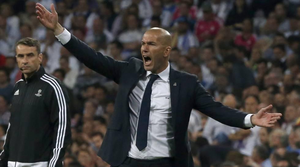Zidane, desgañitándose, durante el partido de vuelta contra el City.