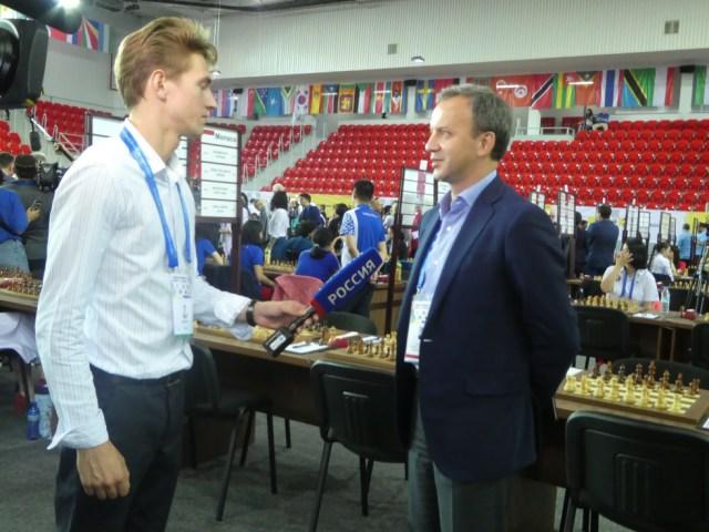 Arkadi Dvórkovich, entrevistado por una televisión rusa
