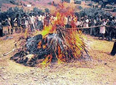 Resultado de imagen para foto del ritual indio del sati